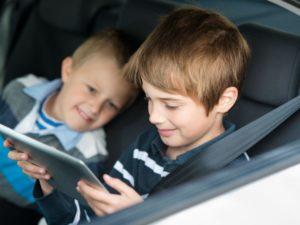 Conseils pour occuper votre enfant dans la voiture