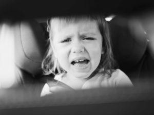 Mon enfant refuse le dos à la route, que faire ?