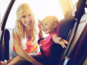 Le rehausseur en voiture : obligatoire pour les enfants jusqu'à 10 ans