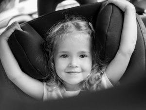 Mon enfant se détache de son siège auto, que faire ?