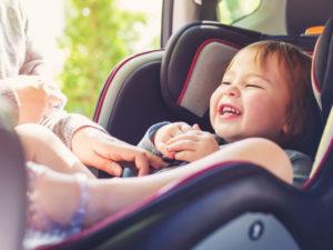 Siège auto groupe 0/1/2/3 évolutif : bonne ou mauvaise idée pour la sécurité de bébé ?