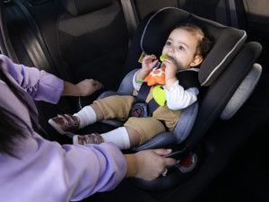 Siège auto nouveau-né : un siège auto coque ou un siège auto évolutif ?